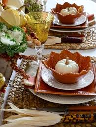Table Setting Chargers - 30 cozy and inviting fall table décor ideas digsdigs