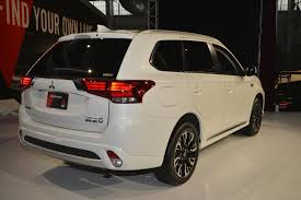 2017 white mitsubishi outlander 2017 outlander phev makes us debut mitsubishi promises suv focus