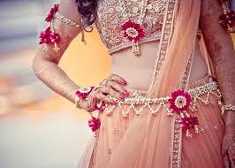 wedding flowers jewellery pretty flower jewellery to get the prettiest mehendi look