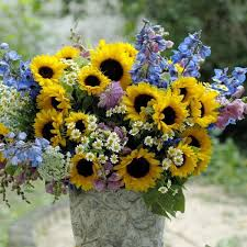Tin Buckets For Centerpieces by 25 Sunny Flower Arrangements Making Great Yard Decorations And