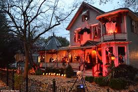 Halloween Home Decor Uk by The Most Creative Halloween Decorations Across America Daily
