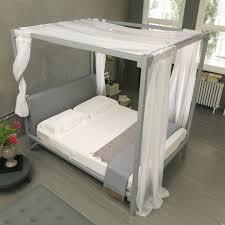 letto matrimoniale a baldacchino legno letti con baldacchino le migliori idee di design per la casa
