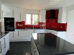cuisine blanche sol noir carrelage cuisine noir cuisine blanche avec plan de travail noir