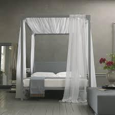 letto matrimoniale a baldacchino legno letto a baldacchino una presa di posizione netta ed impegnativa