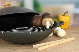 cuisiner dans un wok le b a ba de la cuisine au wok