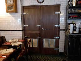 chambre froide restaurant de l autre côté de la chambre froide the moonshiner 11ème