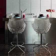 tabouret design cuisine un tabouret de bar transparent chic et modernité archzine fr