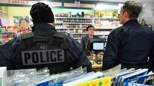 bureau tabac grenoble isère une bande de braqueurs de boutiques de téléphones et de