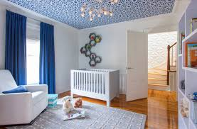 chambre bébé bleu visite teintes de bleu et symétrie clem around the corner