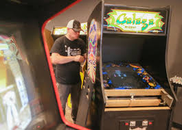 twincade bar brings vintage arcade games craft beer to griffith