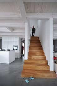 weiãÿe treppe die besten 25 treppe ideen auf streifenbeleuchtung