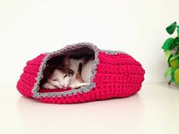 knitting pattern cat cave crochet cat cave with link to free pattern pet stuff pinterest