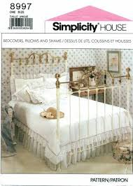 amazon com simplicity house pattern 8997 bedcovers pillows and
