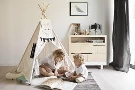tipi enfant chambre mobilier ecologique et creatif dans une chambre enfant minimaliste