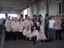 halloween horror nights bloody mary hhn 16 screamhouse resurrection group photo u2013 the hhn yearbook