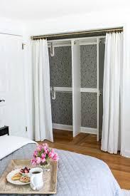 6 Panel Bifold Closet Doors by Best 25 Closet Door Makeover Ideas On Pinterest Door Makeover