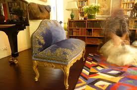 restaurer un canapé petit canapé à restaurer par le bégonia d or atelier de broderie