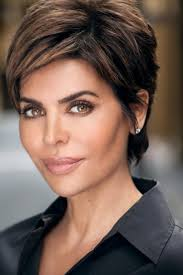 how does lisa rinna cut her hair wild and glamorous hairstyles inspired by lisa rinna