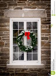how to hang wreaths on outside exterior windows window
