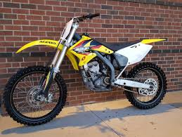 we got this 2005 suzuki rmz 250 cleaned up today rubber and