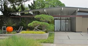 eichler modern low slung homes with clean lines and flat or low