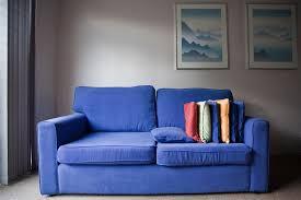 blutflecken entfernen sofa sofareinigung flecken auf dem sofa tipps zur pflege bauherren