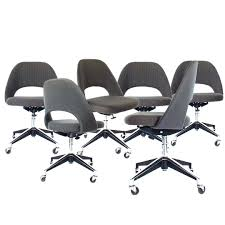 knoll executive chairs designed by eero saarinen set of six