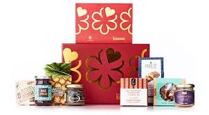 Travel Gift Basket 33 Gifts Travelers Actually Want 2016 Gift Guide For Travel Lovers