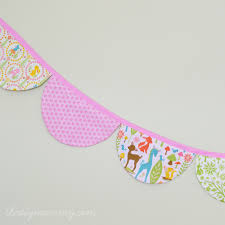 Pretty Bunting Flags Sew A Scalloped Bunting Banner The Diy Mommy