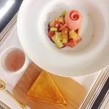 cuisine tv les desserts de benoit les desserts trois macarons de prealpato au restaurant