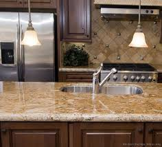 Tile For Kitchen Countertops by Best 10 Brown Cabinets Kitchen Ideas On Pinterest Brown Kitchen