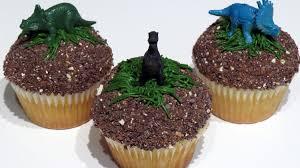 dinosaur cupcakes easy dinosaur jurassic world cupcakes cupcakegirl