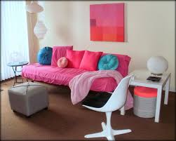 Living Room Without Rug Pink Walls Wall Decorations And Living Room On Pinterest Idolza