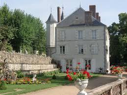 chambre d hote beaugency château de guignes guest and garden