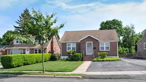 average house rent in usa what is considered middle class in america definition income