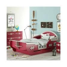 chambre de pirate lit en forme de bateau pirate magnifique lit de pirate en forme de