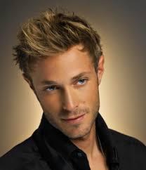 coupe cheveux bouclã s homme coupe homme visage carré cheveux bouclés blonds