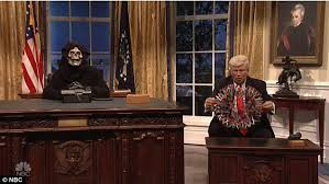 Desk Pop The Other Guys Alec Baldwin Returns As President Trump In Snl Cold Open Daily