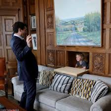 149 Best Work From Home Justin Trudeau Takes His Adorable Son Hadrien To Work Daily Mail