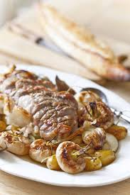 cuisiner un roti de porc au four rôti de porc aux navets nouveaux et pommes de terre confits au four
