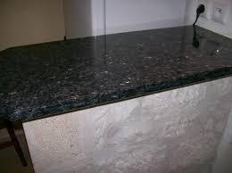 plaque granit cuisine plan cuisine granit adouci poli granitier dans le lot et