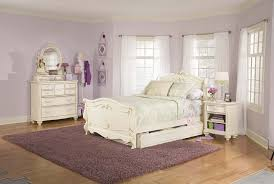 White And Wood Bedroom Furniture Bedroom Fabulous Raise Volume Broyhill Bedroom With Elegant