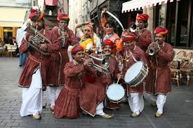 indian wedding band baraat a celebration by the groom s family and friends utsavpedia