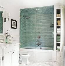 Flooring Ideas For Small Bathrooms by Best 25 Small Bathroom Bathtub Ideas Only On Pinterest Flooring