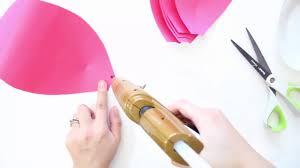 membuat hiasan bunga dari kertas lipat cara membuat bunga mawar dari kertas dunia kreatif youtube