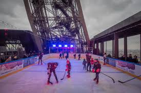 Discover The Ice Rink Of The Eiffel Tower Until February 19th