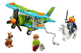 the brickverse theme guide scooby doo this new set gives a nice nod to those classic adventurers set with johnny thunder pictured on the museum wall