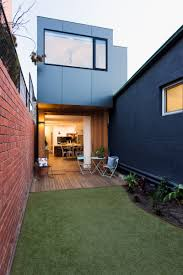 prefab collingwood house effortlessly fits into a narrow urban site