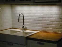 credence cuisine imitation carrelage carreaux métro sur le mur de cuisine cuisine retro urbain