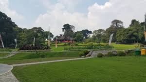 Parking Near Botanical Gardens Green Field Near Parking Area Picture Of Bogor Botanical Gardens